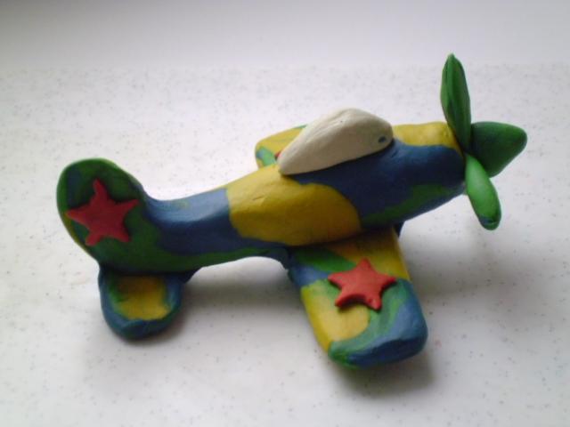 Поделка - самолет из пластилина