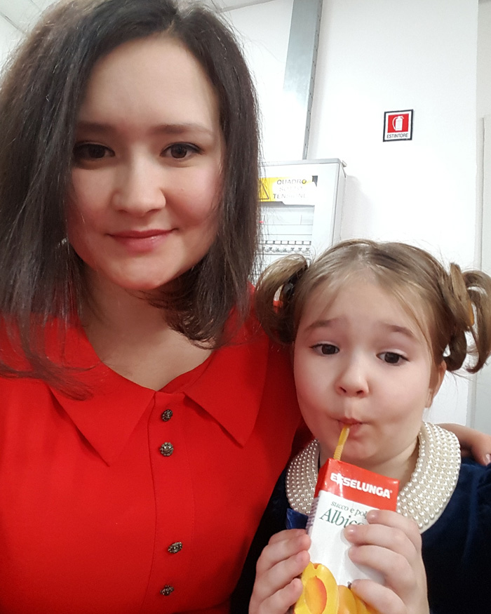 Белла Девяткина с мамой