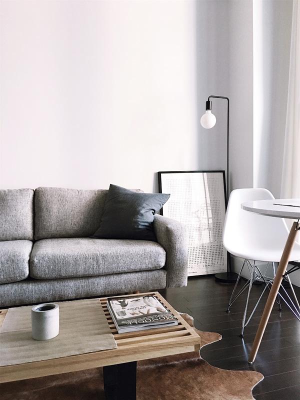 Скандинавский интерьер гостиной комнаты