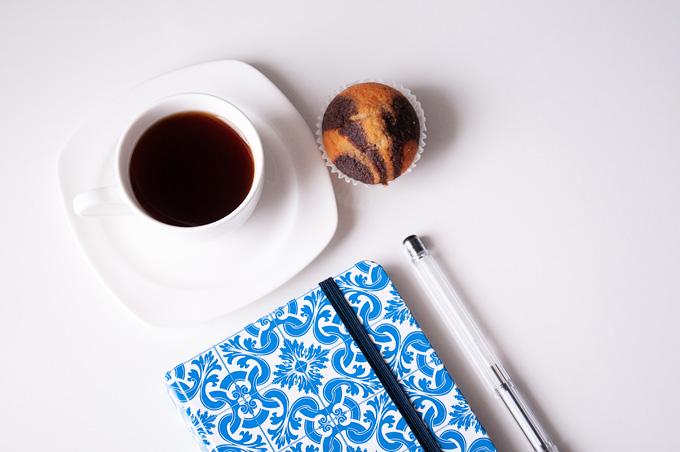 Кофе и кекс - стандартный офисный обед