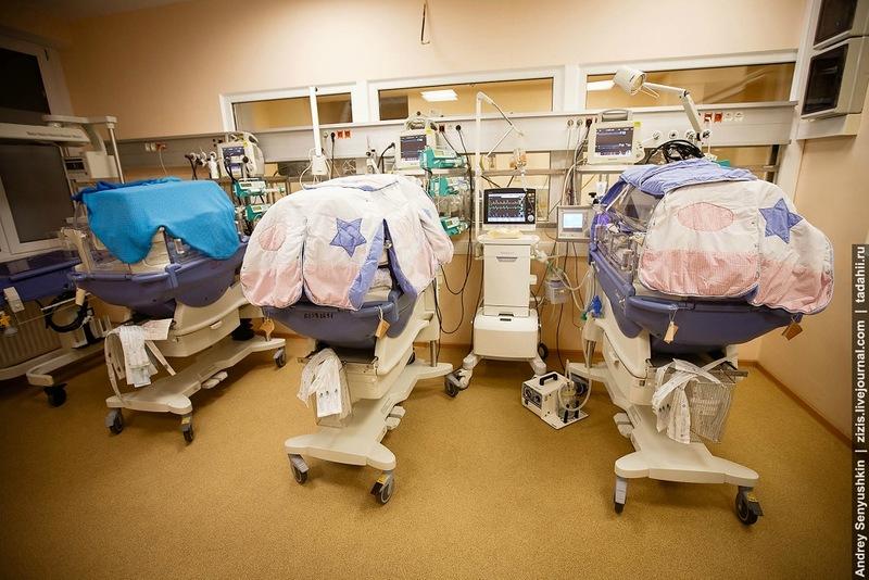 Кювезы с недоношенными малышами