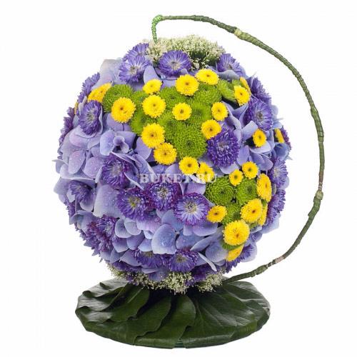 Букет к 1 сентября - глобус из цветов